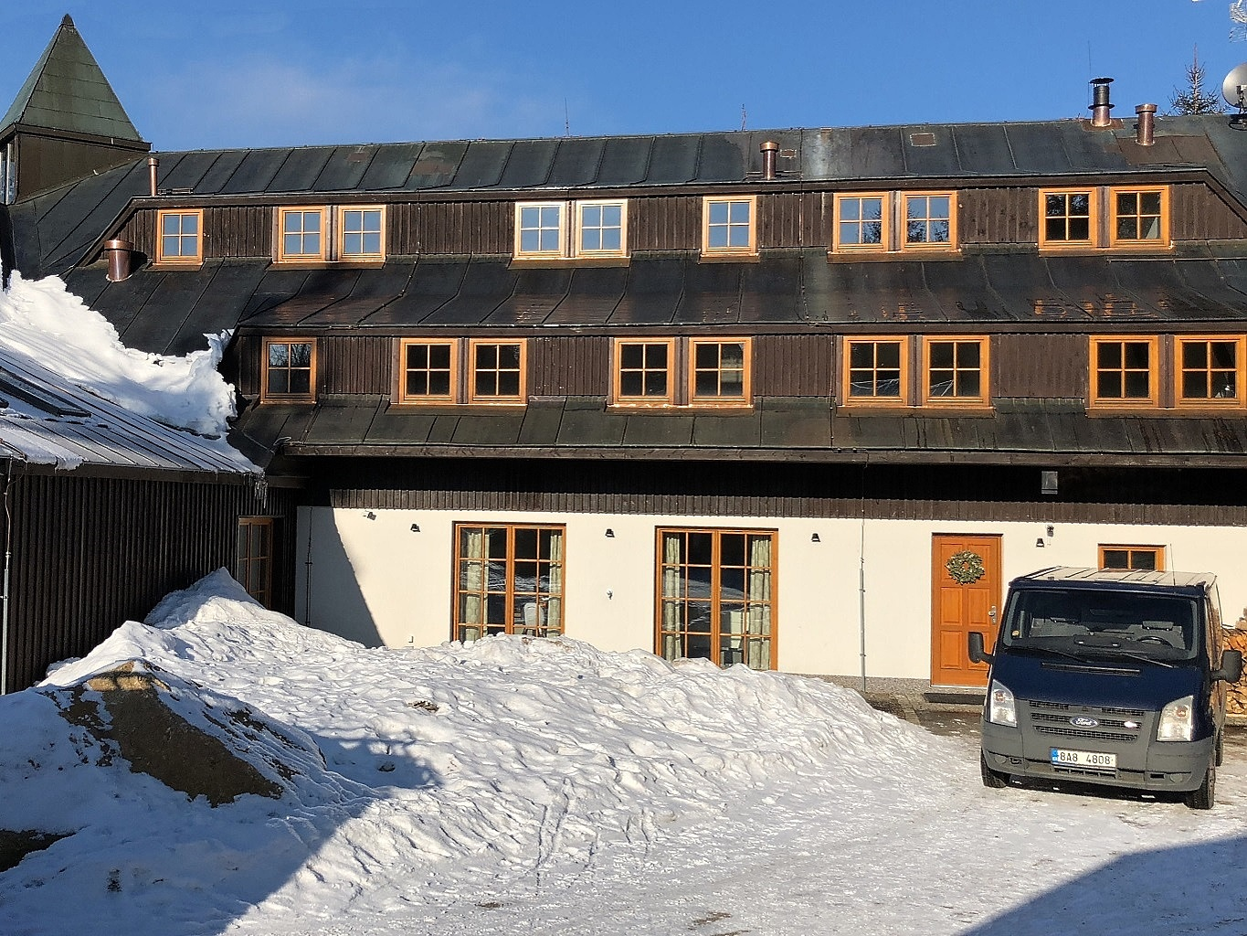 Reconstruction of a mountain cottage in Hrabětice in the Jizera Mountains 1/15